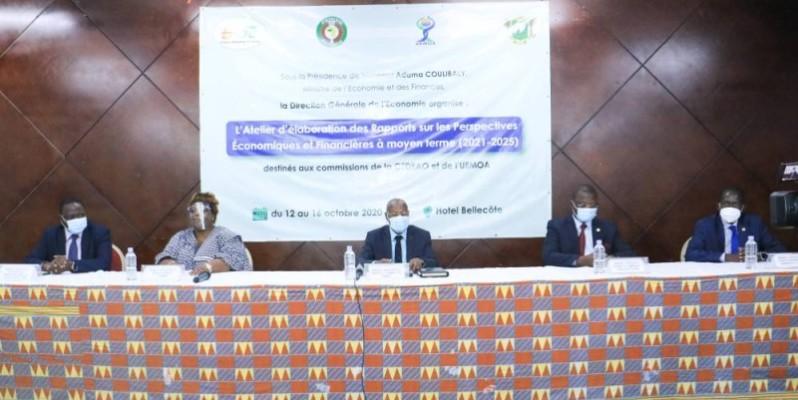 La Dga et le représentant du ministre (au centre) ont invité les participants à user de toute expertise pour mener à bien les travaux. (DR)
