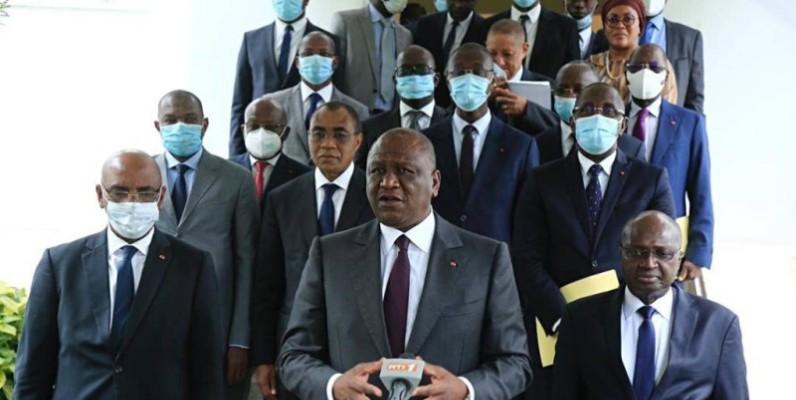 Le Premier ministre Hamed Bakayoko entouré des membres du patronat ivoirien. (DR)