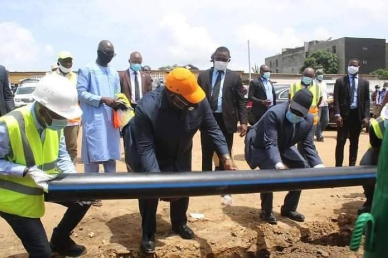 Le ministre Laurent Tchagba lançant les travaux, le 8 mai 2020