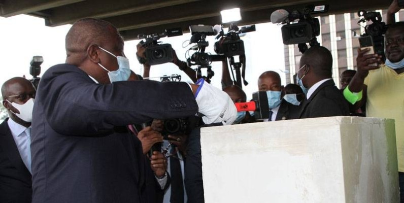 Le Premier ministre Hamed Bakayoko lançant les travaux de réhabilitation de la Tour  C. (Joséphine Kouadio)