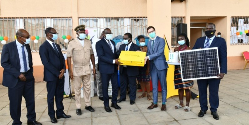 Le  don composé de matériel d'hygiène et didactique a été réceptionné, mercredi, au lycée  professionnel de Jacqueville. (Photos : Dr)