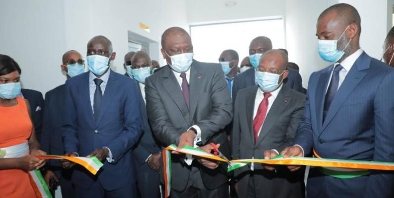 Le Premier ministre Ahmed Bakayoko a procédé à la coupure du ruban symbolique, marquant la mise en service officielle des postes sources de Bingerville et Anani.