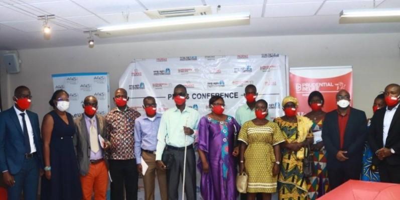 Les participants à la conférence ont posé pour la postérité. (Dr)