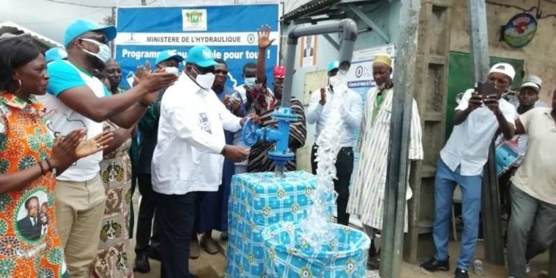 Laurent Tchagba a exprimé sa satisfaction à Attécoubé Gbébouto, suite à l'effectivité de la desserte d'eau potable dans plusieurs sous-quartiers d'Abidjan. (DR)