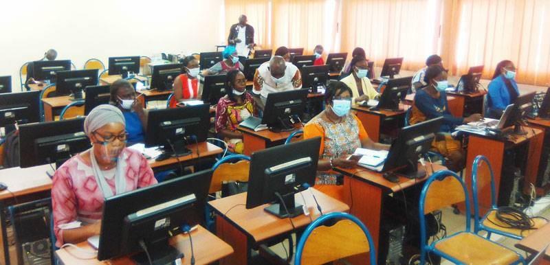 Des femmes enseignants-chercheurs de l'Université Nangui Abrogoua outillées sur la Webconférence. (DR)