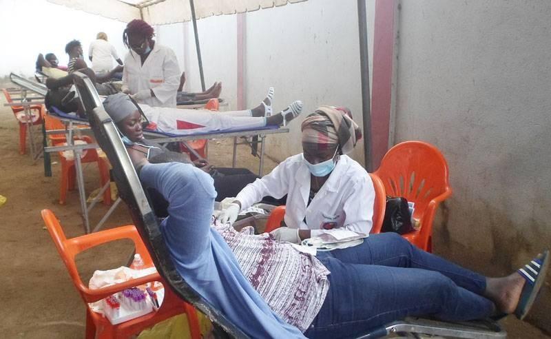 Les donneurs de sang ont répondu à l'appel du Lion's club germinal de Bouaké. (DR)