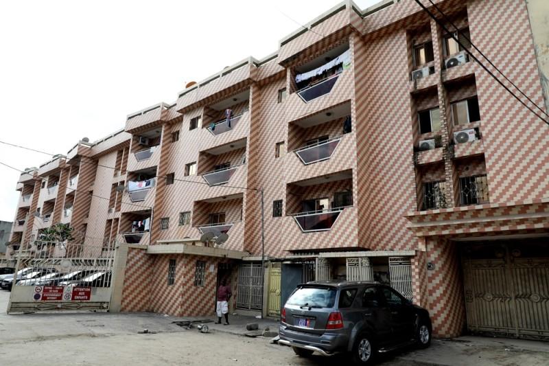 Cet immeuble imposant souffre de nombreux maux, exposant la vie de ses locataires. (Honoré Bosson)
