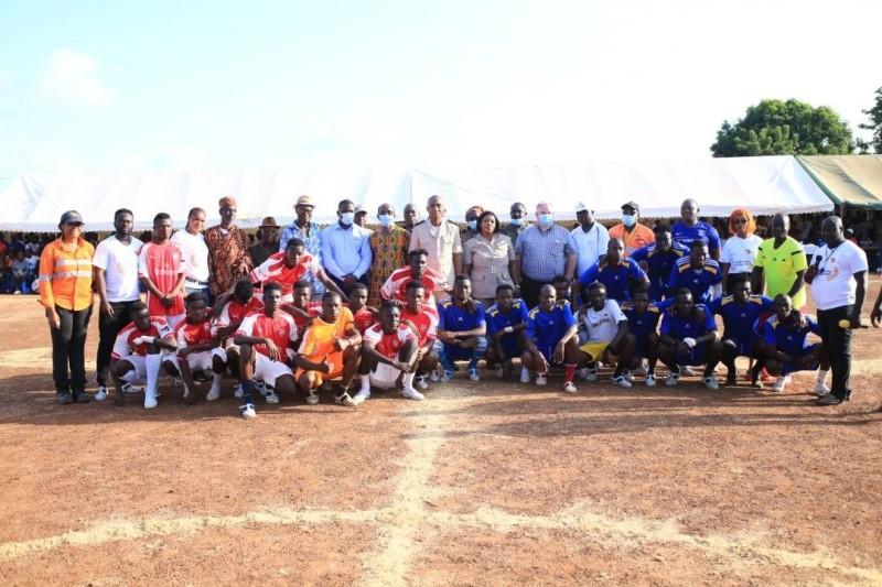 Les participants aux journées socioculturelles sur la paix et la cohésion sociale ont posé avec les autorités et les organisateurs.(DR)
