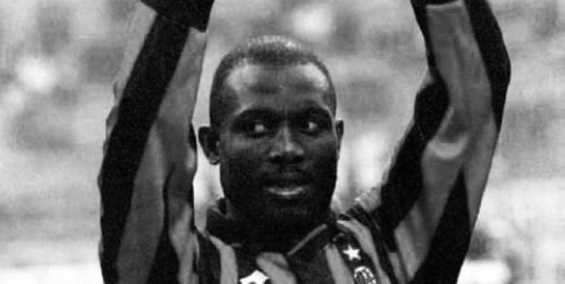 Georges Weah, l'unique joueur africain à avoir remporté le Ballon d'Or Francefootball, est en lice pour le onze de rêve de l'histoire.(DR)