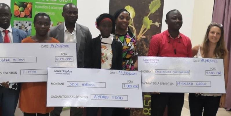 Les vainqueurs du prix se félicitant de l'initiative. (DR)