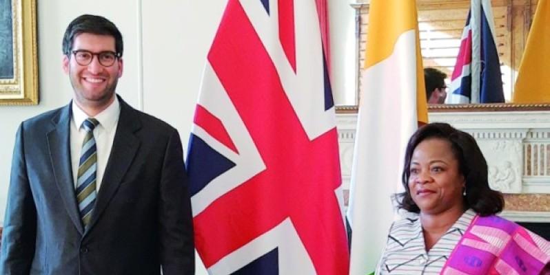 L'accord a été paraphé par le ministre du Commerce international de la Grande-Bretagne Ranil Jayawardena et Son Excellence Sara Affoué Amani, ambassadeur de Côte d'Ivoire au Royaume-Uni. (Dr)