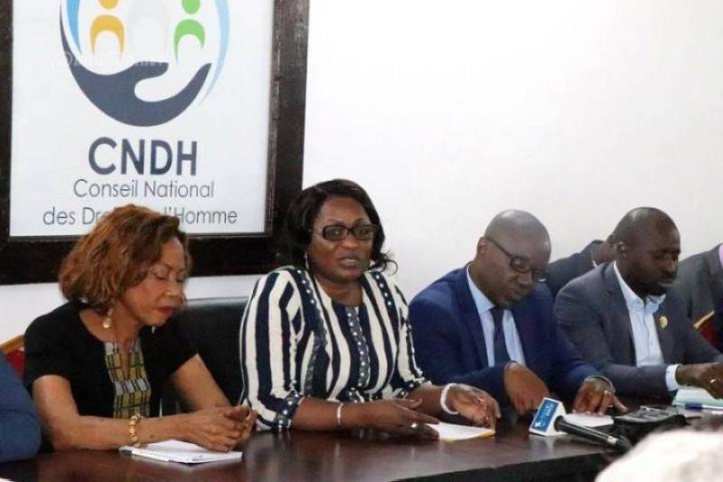 La présidente du CNDH, Mme Namizata Sangaré (au centre ) et sa vice-présidente, Dr Kodjo