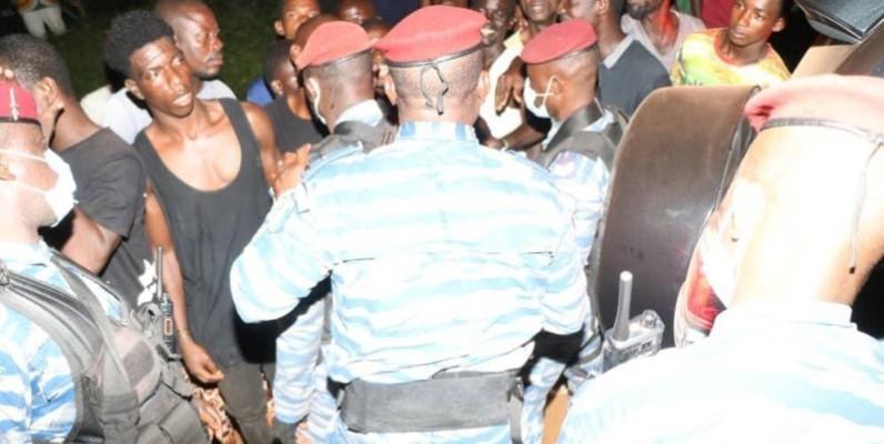 Le général de division, Alexandre Apalo Touré, Commandant supérieur de la gendarmerie nationale, face aux membres des différentes communautés de Dabou (DR)