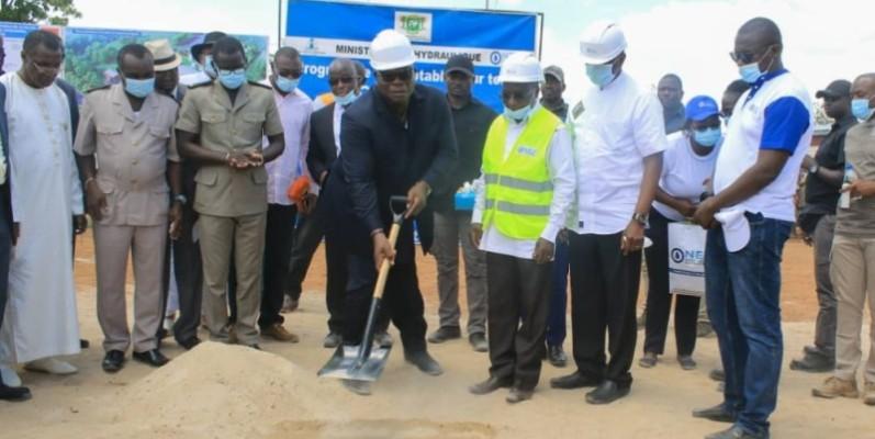 Le ministre Tchagba Laurent procède au lancement des travaux du projet de renforcement de l'alimentation en eau potable dans le Worodougou. (Dr)