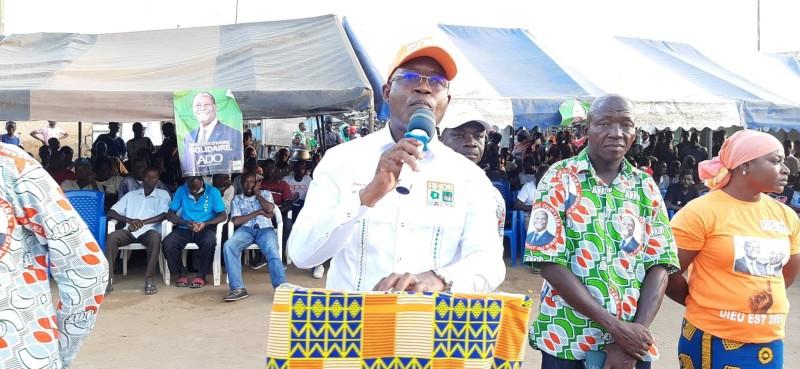 Dembélé Fausséni a invité les populations de Bonoua à aller retirer leurs cartes d'électeur en vue d'une participation massive au scrutin. (Dr)