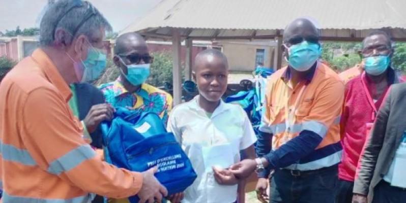 Des élèves recevant leurs prix. (DR)