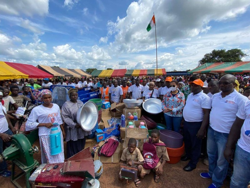 Dans toutes les localités où elle est passée, Mme Donwahi a fait de nombreux dons aux populations (DR)