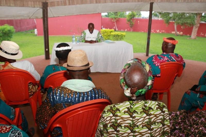 Le ministre Alain-Richard Donwahi a échangé avec les chefs traditionnels de la Région de la Nawa (DR)