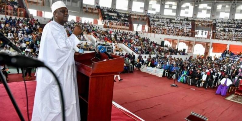 Le Premier ministre Hamed Bakayoko salue la contribution des évêques évangéliques à la prière pour la paix. (DR)