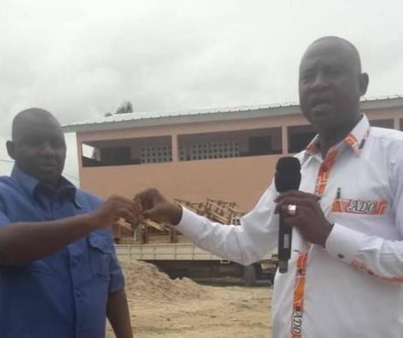 Remise de clé d'une infrastructure par le maire Lassina Traoré