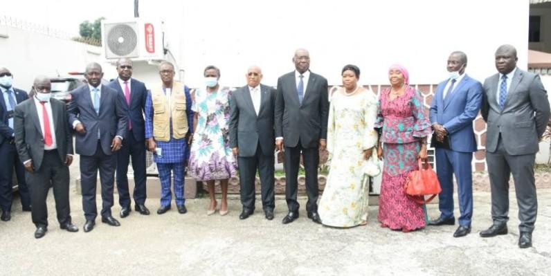 Le président du Conseil constitutionnel, Koné Mamadou et la délégation de la mission d'observateurs de l'Ua conduite par l'ancien Premier ministre djiboutien, Dileita Mohamed Dileita. (Dr)