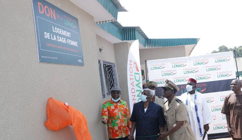 la Fondation Lonaci offre une villa de quatre pièces avec toutes les commodités à la sage-femme du centre de santé de Fodio. ( Photo: Fondation Lonaci)