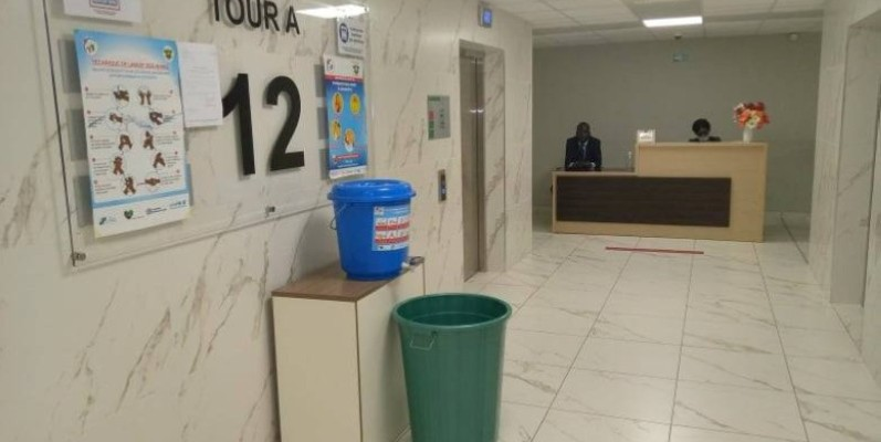 Ministère de l'Emploi et de la Protection sociale. Les agents sont en place, le service d'accueil oriente les visiteurs (DR)