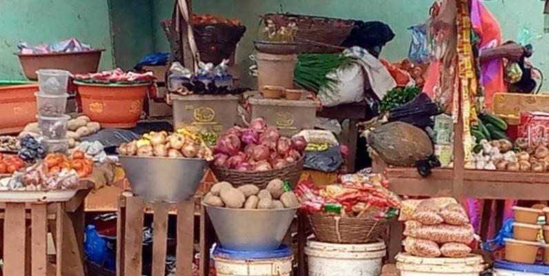 Une vue des denrées alimentaires sur le marché d'Alépé. (DR)