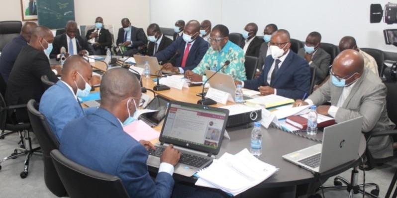 Les membres du comité de suivi et de pilotage du Pmua en atelier, au ministère des Transports. (Dr)