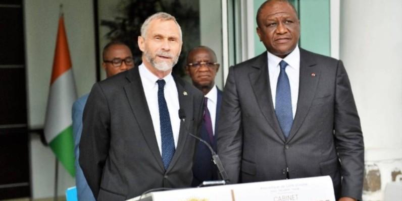 Le Premier ministre Hamed Bakayoko (à droite) en compagnie de l'ambassadeur des Usa, Richard Bell. (DR)