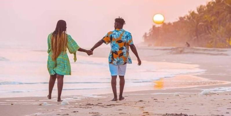 Les plages d'Assinie ont été témoins des scènes de romance entre Bebi Philip et l'actrice Alima Gadji. (DR)