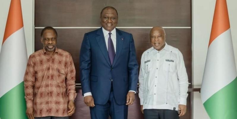 Rencontre entre Danon Djédjé (à gauche), Assoa Adou (à droite) et le Premier ministre Hamed Bakayoko (au milieu). (Dr)