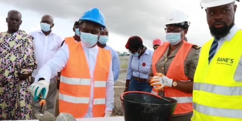 Le maire Jean-Louis Moulot a procédé à la pose de la première pierre d'infrastructures au profit des populations. Notamment le foyer des jeunes de Mokeyville (DR)