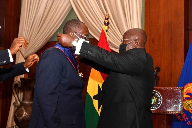 Le président du conseil café-cacao décoré par le Président Ghanéen (DR)
