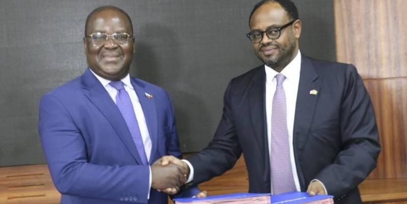 Dr Edoh Kossi (à gauche), directeur général de la Brvm et du Dc/BR et président de l'Amcham-ci, Yohannes Mekbebe. (Photo : Sercom BRVM)