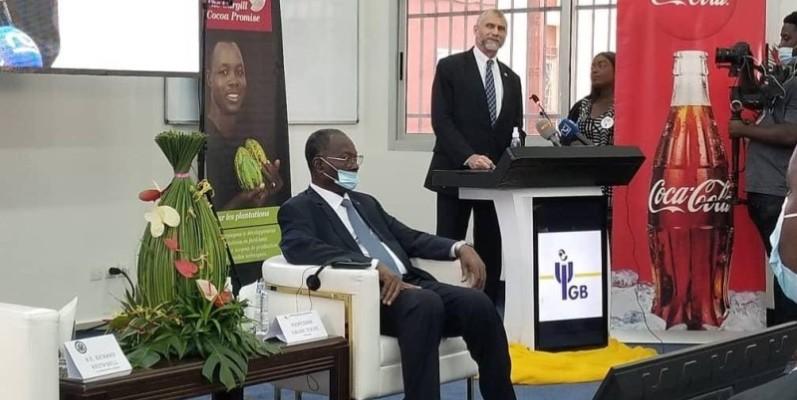 L'ambassadeur des États-Unis en Côte d'Ivoire, Richard Bell, au pupitre. (Ambassade des États-Unis en Côte d'Ivoire)