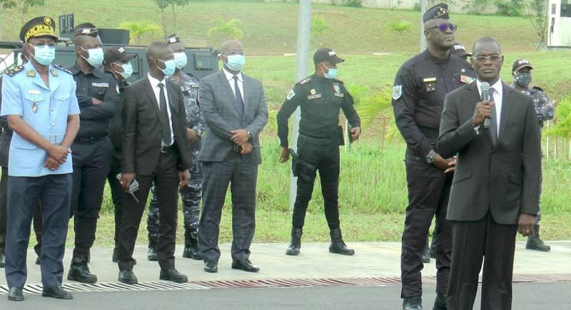 Le ministre Diomandé Vagondo, traduisant les félicitations du Président Alassane Ouattara. (Photos : DGPN)