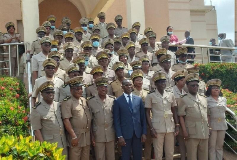 Le ministre Vagondo Diomandé a présidé à Yamoussoukro une réunion de prise de contact avec les préfets de région et de département. (Dr)