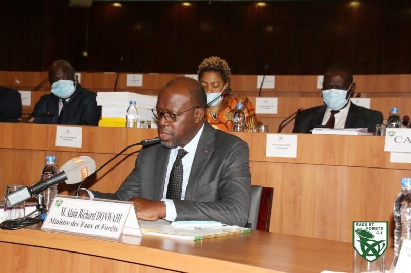 Le ministre Alain-Richard Donwahi lors de son oral devant les députés
