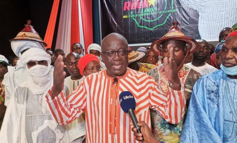 Maurice Dieudonné Bonanet, ministre de l'Urbanisme et de l'Habitat du Burkina-Faso, invite ses compatriotes qui vivent en Côte d'Ivoire à voter pour Roch Marc Christian Kaboré.
