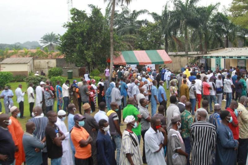 Les membres de la diaspora burkinabé inscrits sur la liste électorale de la circonscription électorale d'Abidjan massivement présents pour voter (Ph: Sébastien Kouassi )