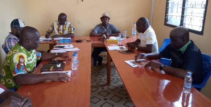 Le bureau du collectif des sociétés coopératives de l'Indénié-Djuablin lors d'un point presse à Abengourou. (DR)