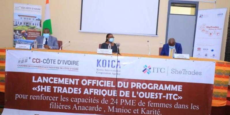 Mme Koné Yah Mariama (au milieu), représentant le ministre du commerce et de l'industrie. (DR)