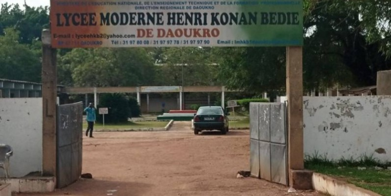 L'entrée principale du lycée moderne de Daoukro. (DR)