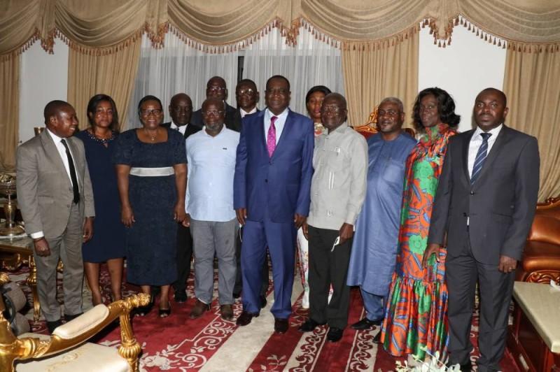 Le coordonnateur régional du Moronou (au centre) a reçu le soutien de ses délégués suite aux accusations du délégué de Kotobi. (DR)