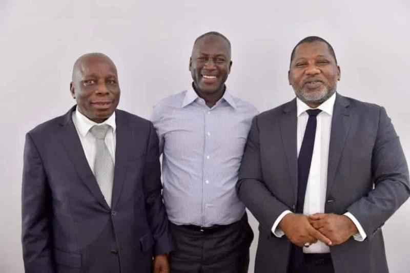 Les coordonnateurs régionaux, Sidiki Konaté et Albert Flindé, en compagnie du directeur exécutif du Rhdp, Adama Bictogo. (DR)