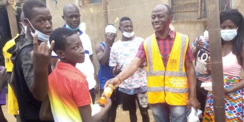 Des enfants de la rue de la commune de Yopougon ont reçu des dons en vivres et non-vivres. (DR)
