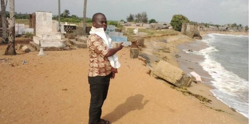 Plusieurs tombes du village de Lahou-Kpanda emportées par les vagues de la mer. (Dr)