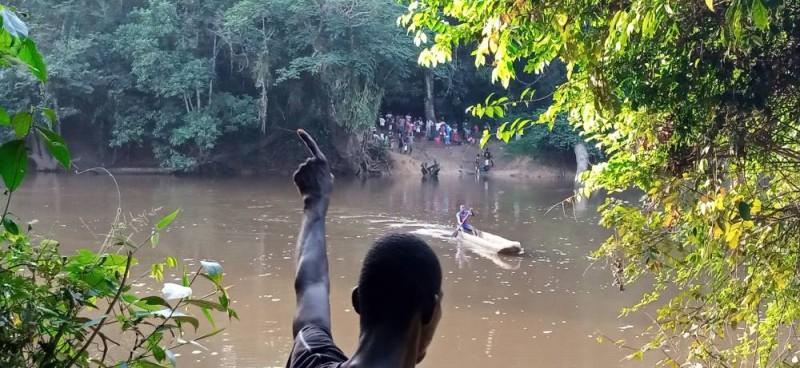 Une vue des Ivoiriens au bord du fleuve Nuon. (Photos : Saint-Tra Bi)