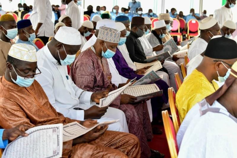 Lecture coranique et prières ont meublé la cérémonie de recueillement consacrée au repos de l'âme de l'ex-ministre Sidiki Diakité. (DR)